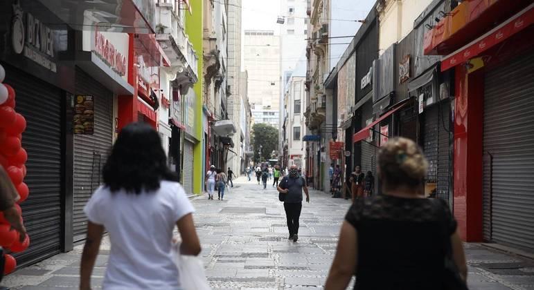 Movimentação no centro de São Paulo (SP), nesta segunda-feira (12)