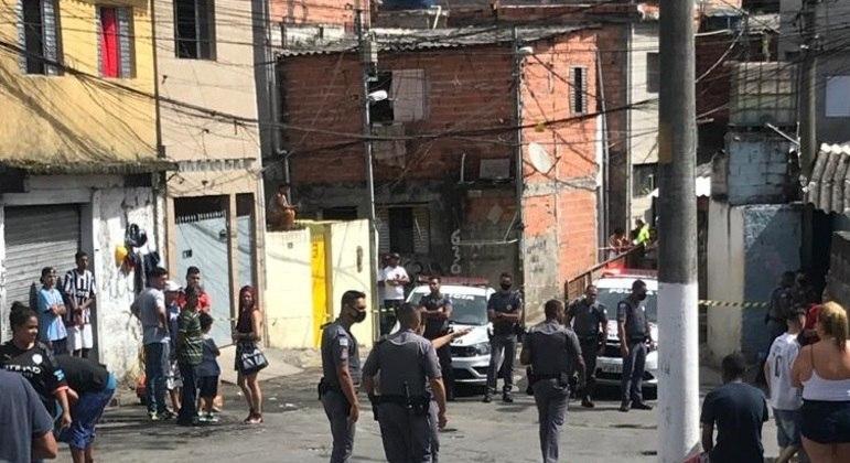 Movimentação no local onde morreu a jovem Mara Oliveira, baleada durante perseguição