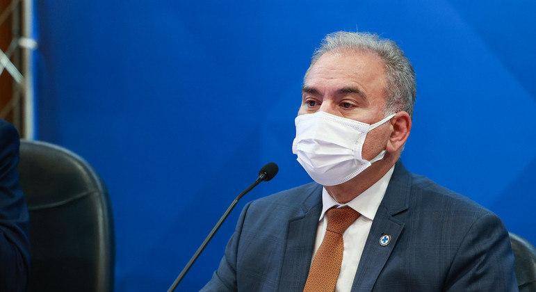 Vacinação pode ajudar a controlar a pandemia, segundo o ministro