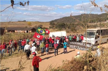 Integrantes do MST protestam contra despejo no Sul de Minas