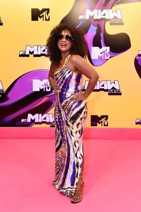 Luiza Brasil elegeu um modelito longo para a noite