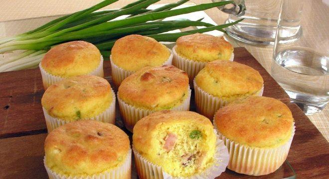 Muffin de polenta e bacon