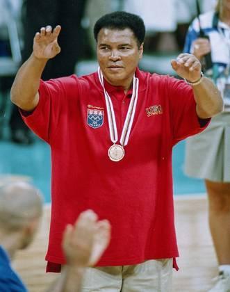 Em Atlanta 1996, ele recebeu uma homenagem que marcou a história dos Jogos Olímpicos