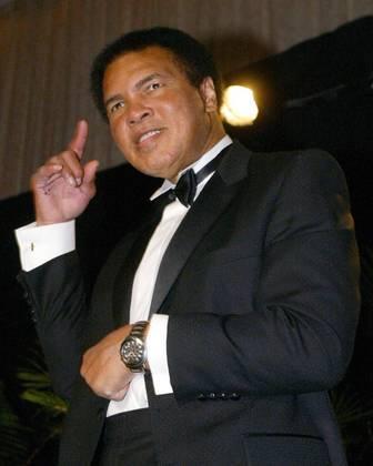 Muhammad Ali está entre os maiores atletas do século 20, ao nível de Pelé, Maradona, Michael Jordan. Em 2012, ele foi proclamado como o