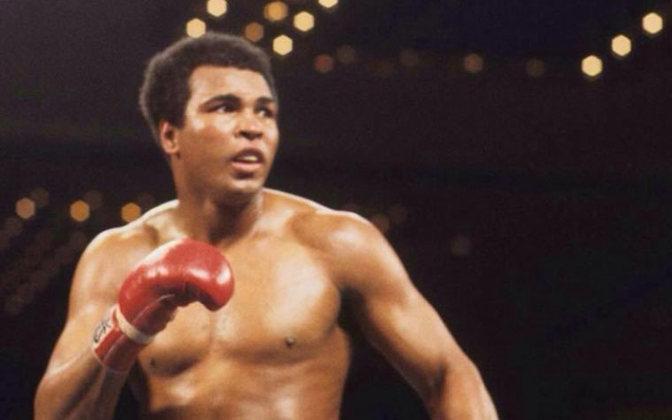 Muhammad Ali é exemplo de resistência na luta por direitos iguais e sociais nos Estados Unidos. O ex-boxeador sempre confrontou o racismo desde cedo e trouxe à tona questões graves em uma época que isso era pouco abordado, na década de 70.