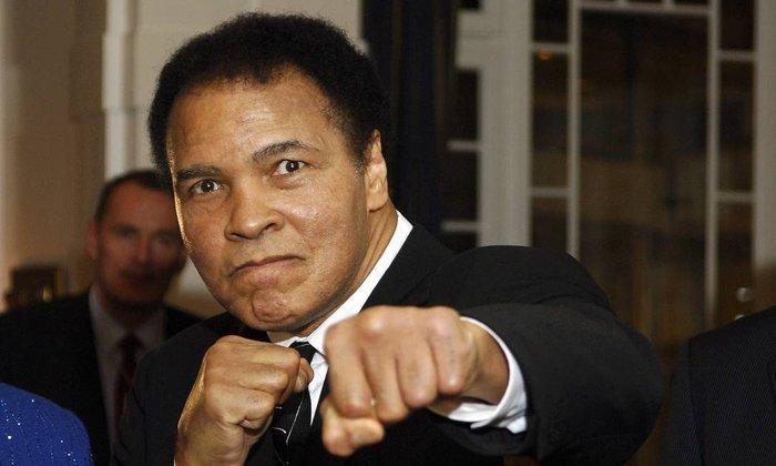 Muhammad Ali - Maior nome do boxe e uma das figuras mais importantes no esporte mundial, o boxeador Muhammad Ali faleceu no dia 3 de junho de 2016. Ele batalhava havia mais de 32 anos contra o Mal de Parkinson.