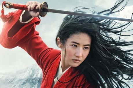 A chinesa Yifei Liu vive a personagem Mulan