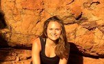 Durante sua jornada, ela adotou uma dietaanti-inflamatória, com frutas e vegetais, grãos integrais e proteínas magras, e procurou se divertir pelo mundo: teve aventuras amorosas na Espanha, juntou-se a uma festa em um ônibus de estudantes na Nova Zelândia, participou de um retiro de ioga em Bali e fez parte de uma caravana na Suécia