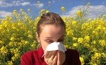 mulher, gripe, alergia, dor de garganta
