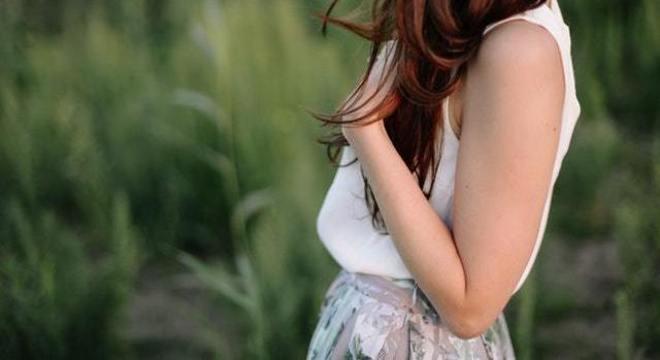 Implante contraceptivo é colocado no braço da mulher
