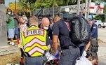 A mulher não identificada de 43 anos foi resgatada após ser retirada do bueiro de 2,5 m, na cidade de Delray Beach. Autoridades a encontraram após um pedestre ouvir gritos de socorro vindos do chão