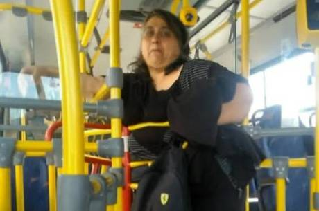 Cuidadora de idosos, mulher diz ter sofrido preconceito