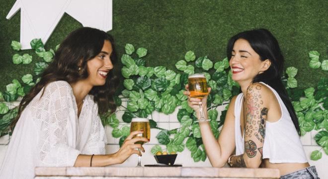 Mulheres bebem mais para amenizar ansiedade da menstruação