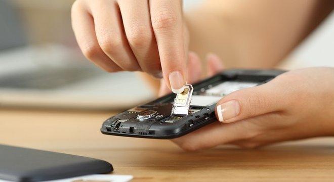 Um chip SIM mal colocado ou danificado pode estar na origem do problema