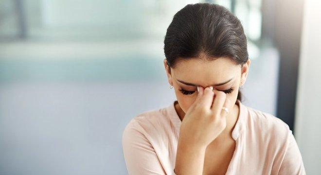 Dor de cabeça de procedência hormonal costuma afetar mais as mulheres