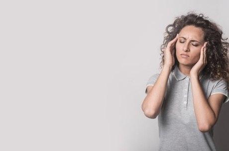 Enxaqueca em mulheres pode ter relação com hormônios