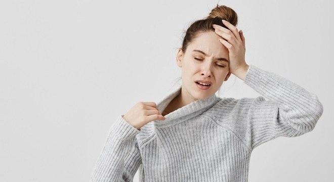 Tontura, enjoo e dor de cabeça estão entre os sintomas atípicos de covid-19