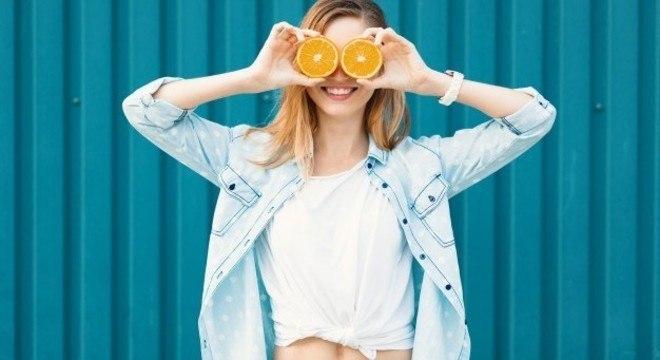 A vitamina C está presente na fórmula dos produtos da linha Uniform & Matte da Garnier