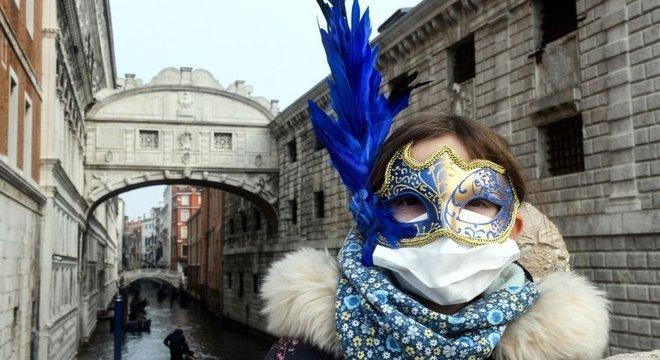 Coronavírus levou autoridades de Veneza a encerrar as celebrações do Carnaval