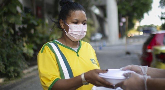 Milhares de pessoas desempregadas não receberam o auxílio emergencial