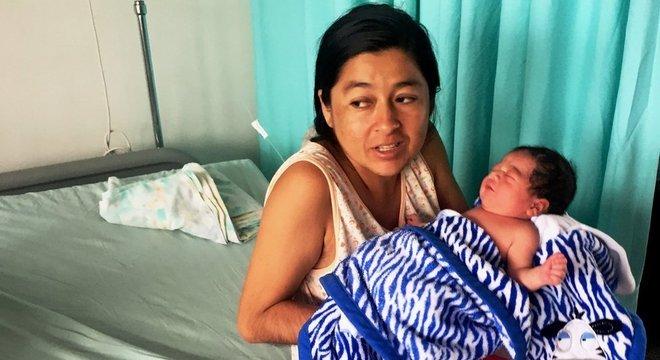 Muitas mulheres atravessam a fronteira para dar à luz devido à falta de medicamentos na Venezuela