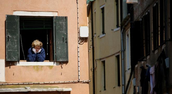 Italianos seguem em quarentena; a região norte é a mais afetada pelo novo coronavírus