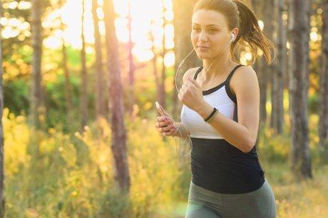 As roupas dos treinos devem ser lavadas com frequência para evitar que o odor se acumule e cause fungos.