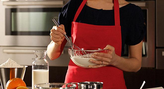 mulher-cozinha-alimentos-cozinhando