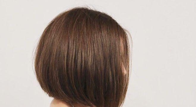 mulher de cabelo curto