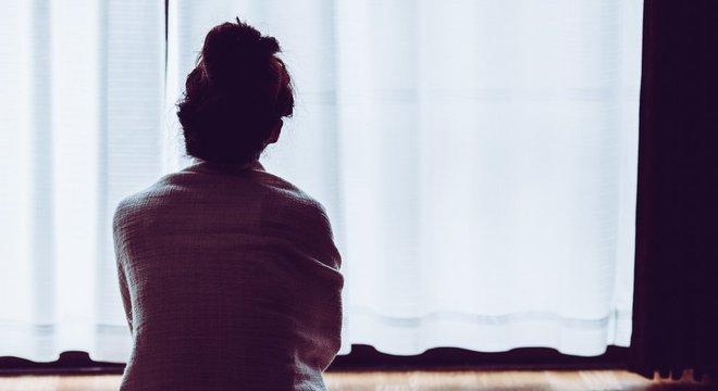 A ausência do contato social está associada à depressão