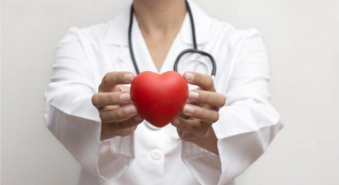 Hipertensão é o nível elevado de pressão sanguínea nas artérias