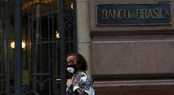 Quarentena fechou muitos comércios e alterou horários de agências bancárias