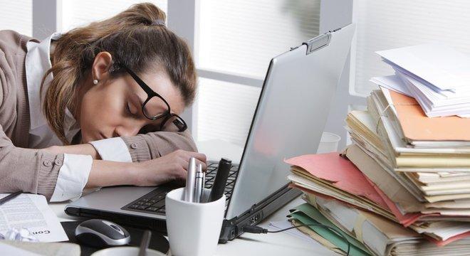 Privação de sono afeta capacidade de atenção e concentração, reflexos e destreza motora