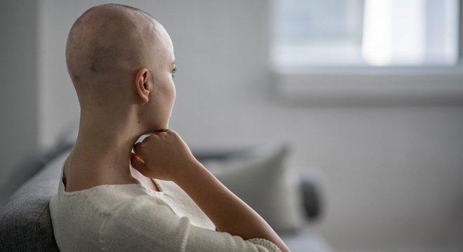 A maioria das mulheres diagnosticadas com a doença no país palpa o próprio nódulo. O problema, para muitas delas, vem depois: a dificuldade de marcar uma consulta ou fazer um exame pelo sistema público de saúde