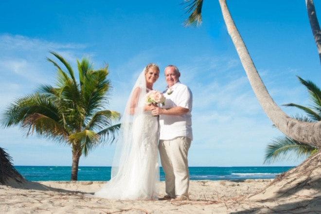 'Era o casamento que sempre sonhei em ter, mas nunca pensei que conseguiria.Eu me senti linda, muito mais bonita do que já havia sentido na minha vida.Olhando no espelho depois de fazer meu cabelo e maquiagem, chorei um pouco', conta