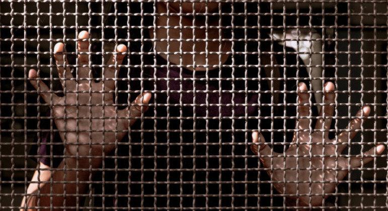 Mulher de 30 anos está em prisão preventiva por ordem judicial