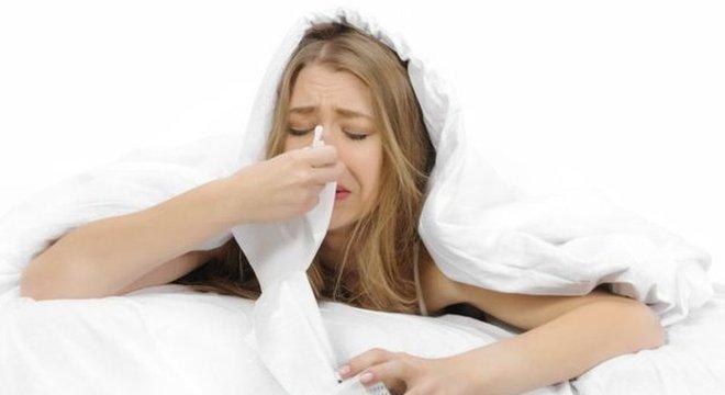 Ginecologista grego Soranus recomendou que as mulheres no século 2 pulassem para trás sete vezes e espirrassem após o sexo para evitar gravidez