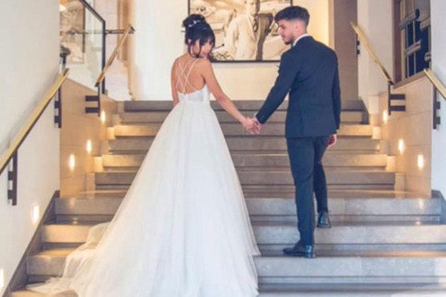 Uma blogueira alemã do mundo fitness sacudiu a internet ao mostrar até onde as pessoas podem ir para fazer ciúmes a seus parceiros, ou ex-parceiros, no caso.Sarah Vilard, de 24 anos, se separou do ex-namorado em 2019 e, três meses depois, contratou um ator para interpretar o noivo em uma sessão de fotos