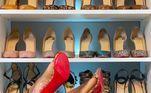 No Instagram, Tara coleciona uma série de fotos que mostram seu closet organizado e repleto de modelos diferenciados. Fotos dos pés também são um destaque, a advogada adora posar mostrando o sapato do dia
