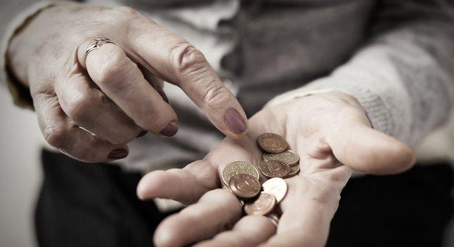Nos EUA, o número de pessoas em falência após os 65 anos está atingindo níveis sem precedentes, diz especialista