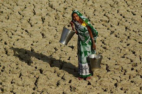 """Algumas mulheres se recusam a beber água, colocando a saúde em risco, considerando que ir """"ao banheiro"""" pode representar uma ameaça maior"""