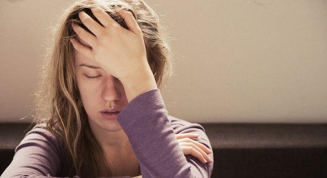 Dores de cabeça são sinais de advertência do corpo