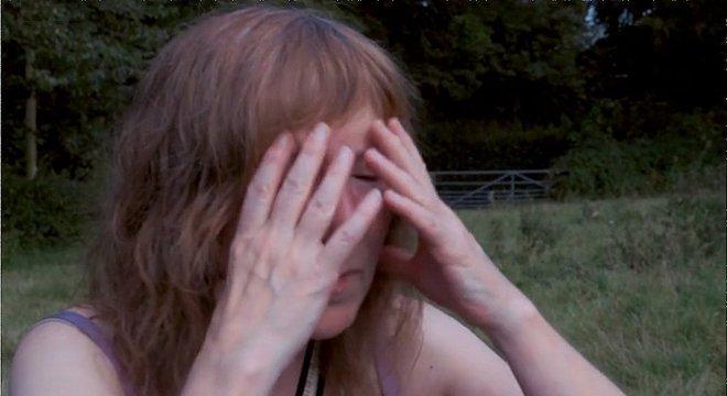 Velma diz sentir como se tivesse um liquidificador sacudindo a sua cabeça