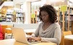 De acordo com o especialista, não se deve fazer comprasem redes públicas de Wi-Fi, que, muitas vezes, são mais inseguras do que asprivadas.
