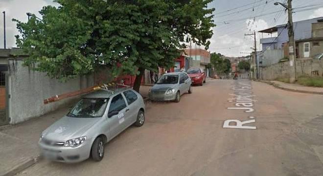 Corpo da vítima foi encontrado na mesma rua em que morava, no Capão Redondo