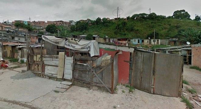 Imagem da rua Professor Theotônio Pavão, onde morava a vítima