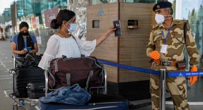 A proposta de criar 'passaportes de imunidade' enfrenta múltiplos desafios e riscos
