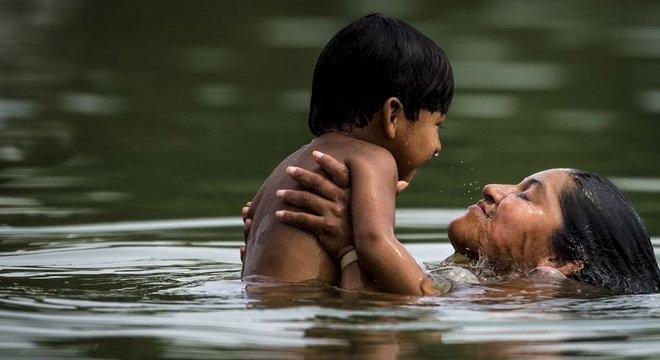 Poluição trazida pelo garimpo prejudica a caça e outras atividades tradicionais, como banho no rio