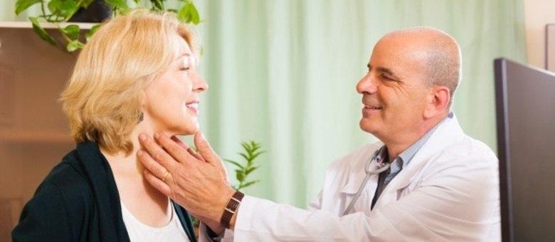 A tireoide fica no pescoço; nódulos podem ser identificados no consultório