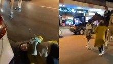 Mulher é nocauteada por cavalo de polícia durante folia na madrugada